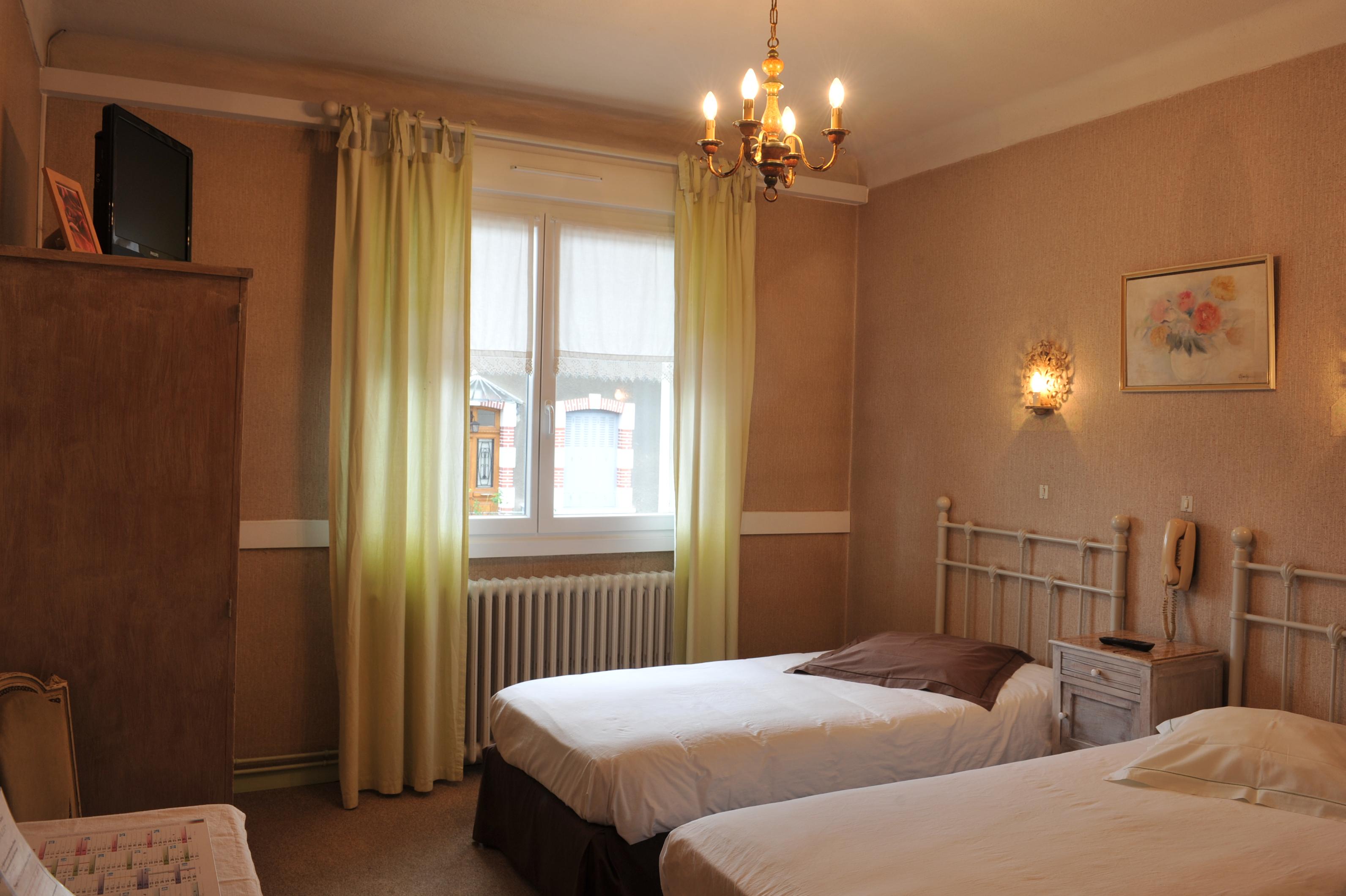chambre 2 lits simples grande literie 75 h tel le valier. Black Bedroom Furniture Sets. Home Design Ideas